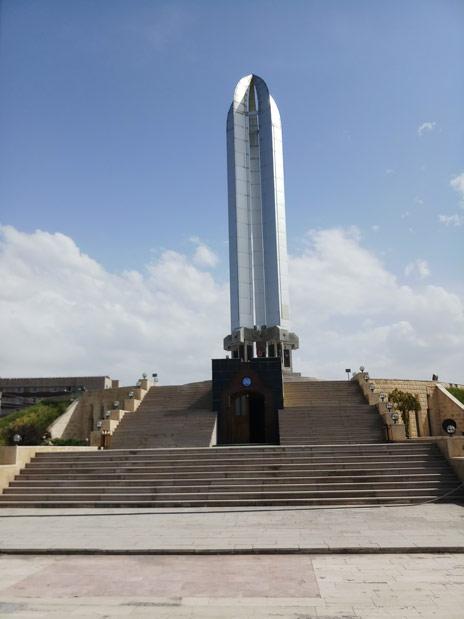 Ermeniler tarafından kathedilen şehit Türkler anıtı